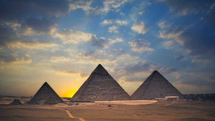 The Great Pyramids of Giza Wallpaper