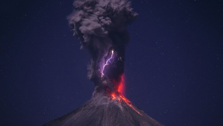 Volcanic Lightning Wallpaper