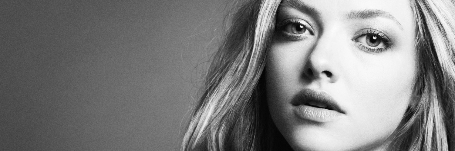 Amanda Seyfried Black & White Portrait Wallpaper for Social Media Twitter Header