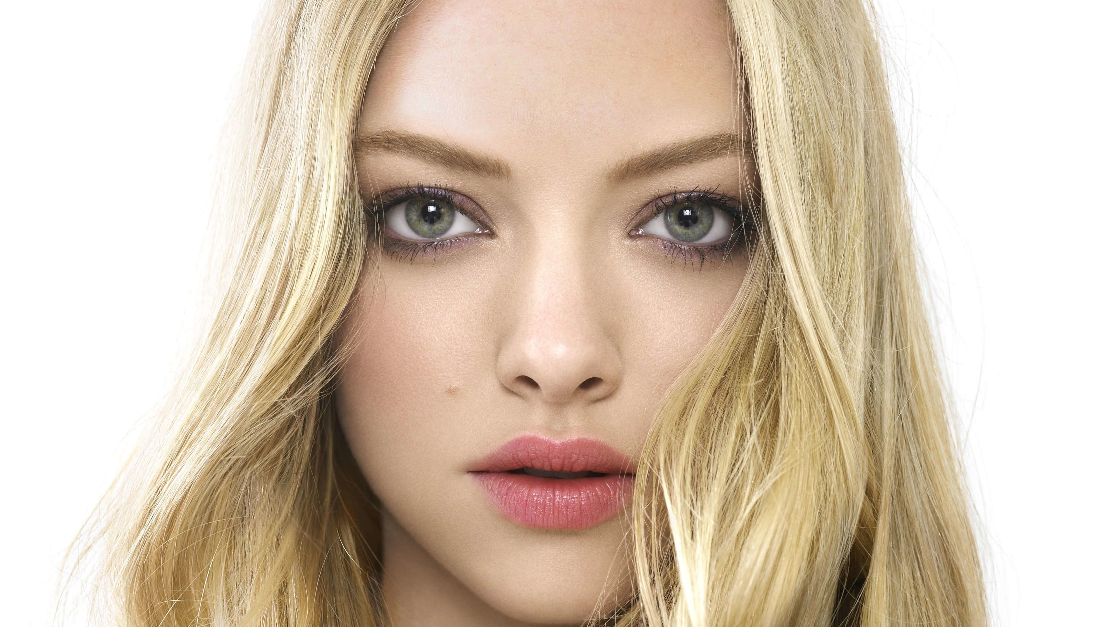 Amanda Seyfried Portrait Wallpaper for Desktop 4K 3840x2160