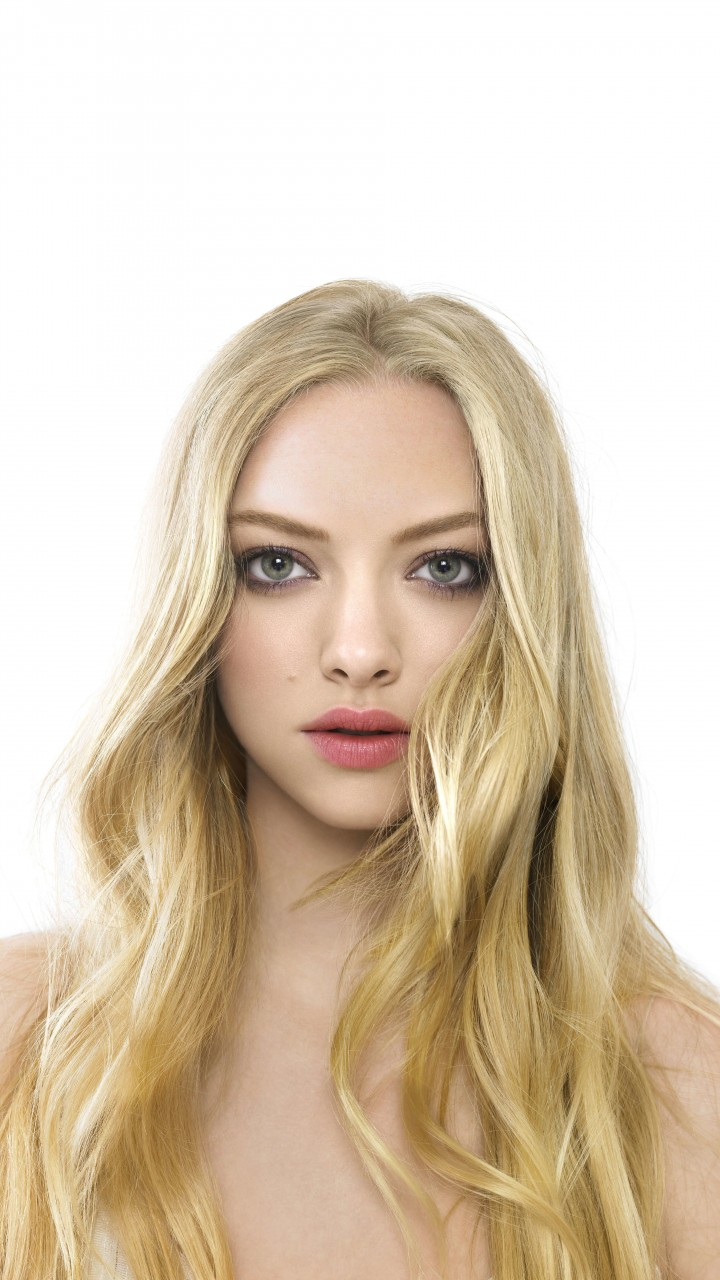 Amanda Seyfried Portrait Wallpaper for HTC One mini