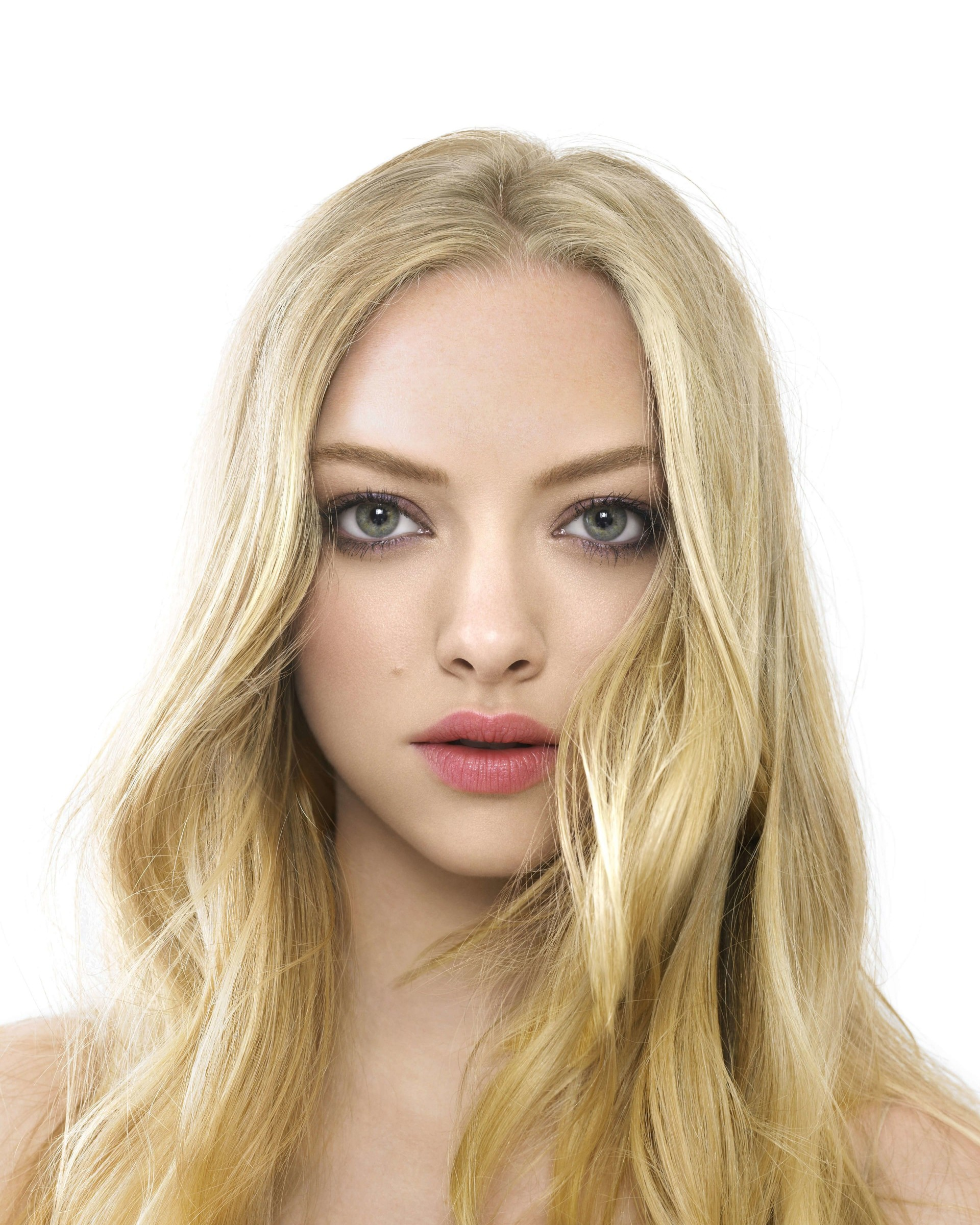 Amanda Seyfried Portrait Wallpaper for Google Nexus 7