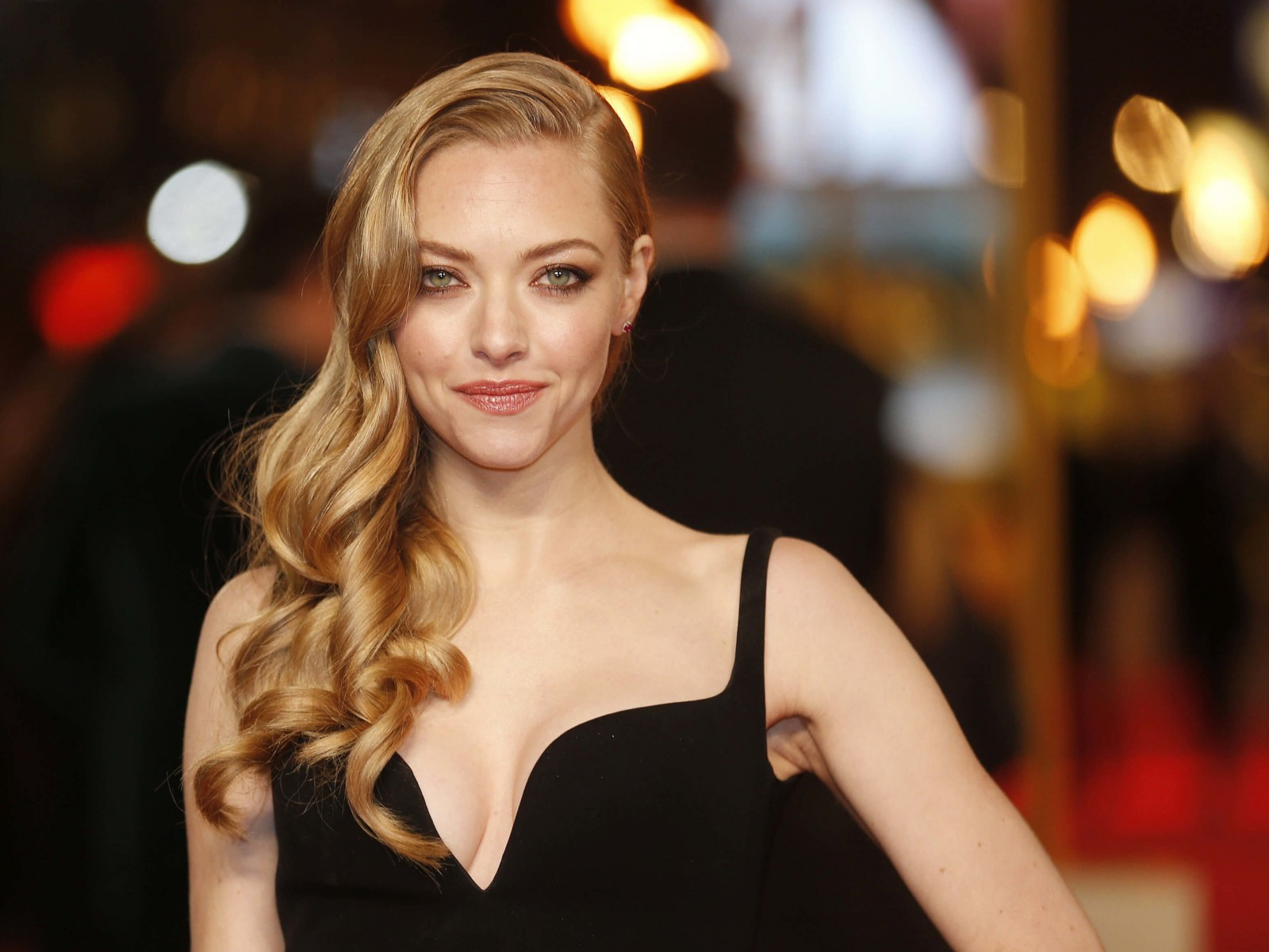 Amanda Seyfried Wallpaper for Desktop 1600x1200