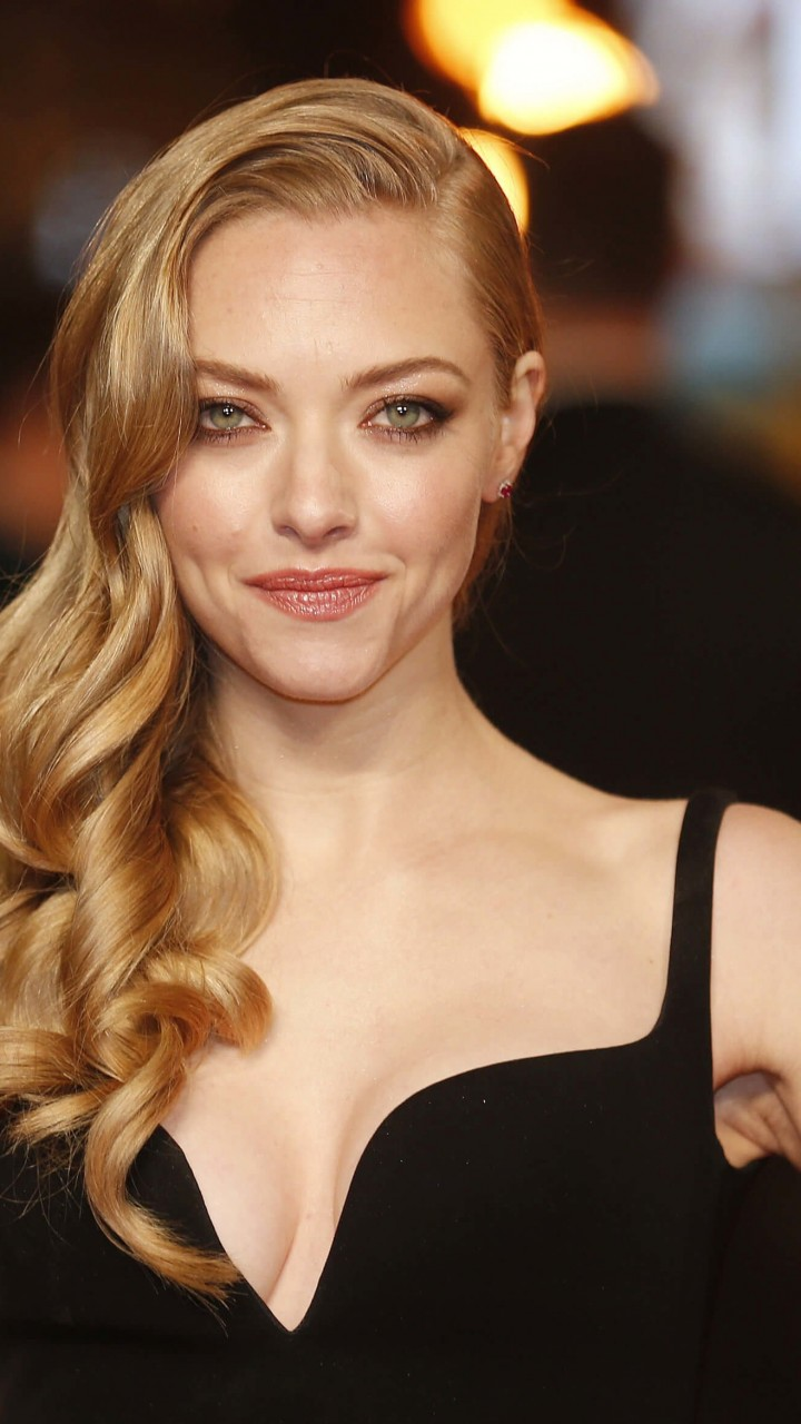 Amanda Seyfried Wallpaper for SAMSUNG Galaxy S5 Mini