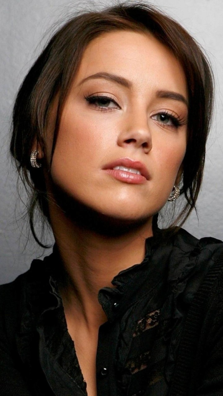 Amber Heard Portrait Wallpaper for HTC One X