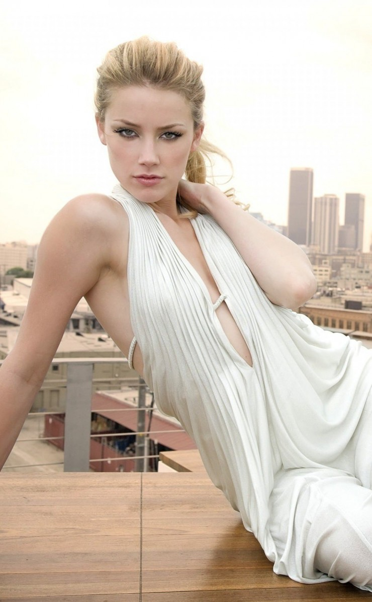Amber Heard Wallpaper for Apple iPhone 4 / 4s