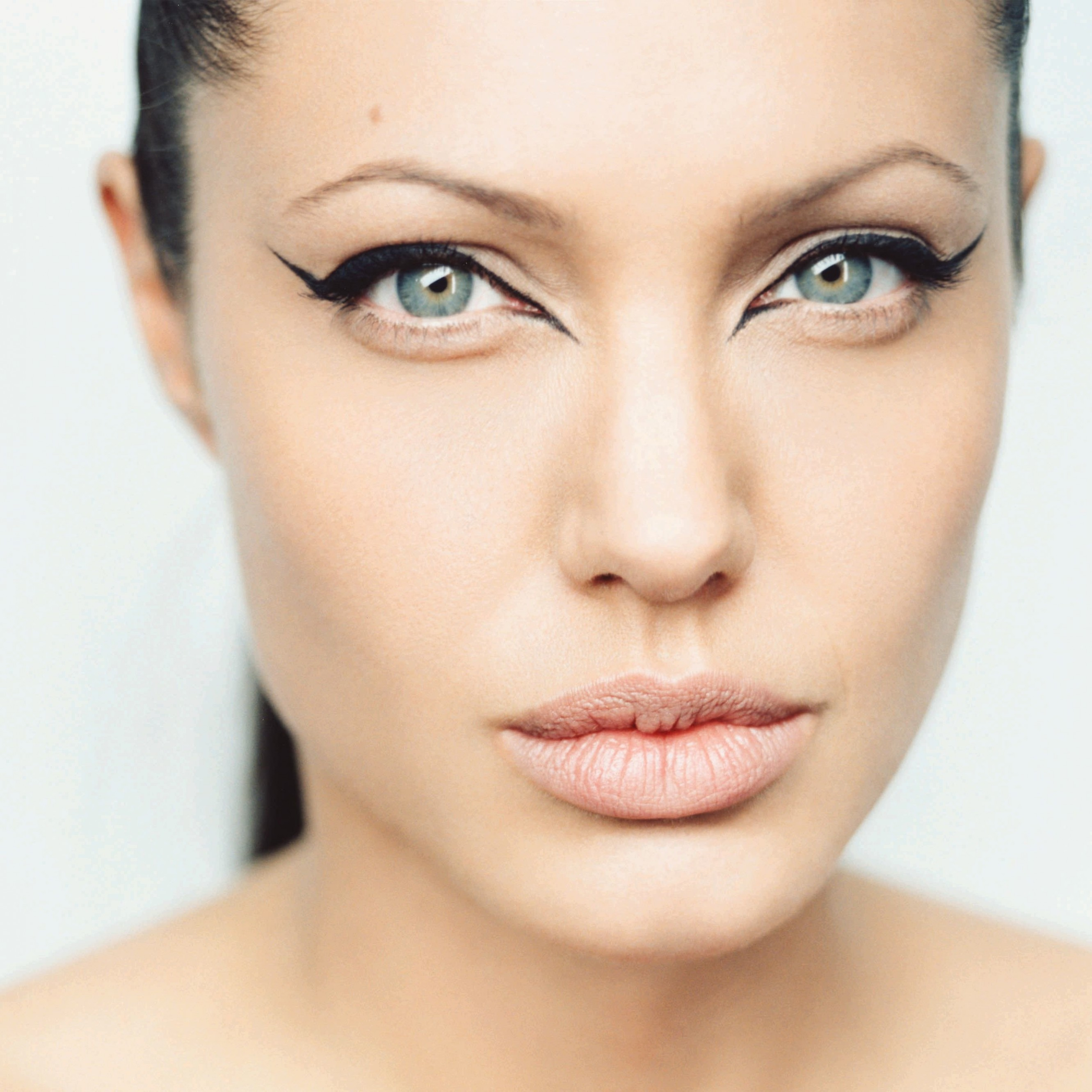 Angelina Jolie Wallpaper for Apple iPhone 6 Plus