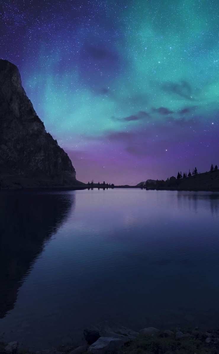 Aurora Over Bannalpsee - Switzerland Wallpaper for Apple iPhone 4 / 4s