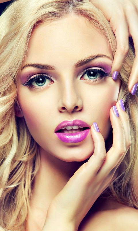 Beautiful Blonde Girl With Lilac Makeup Wallpaper for SAMSUNG Galaxy S3 Mini