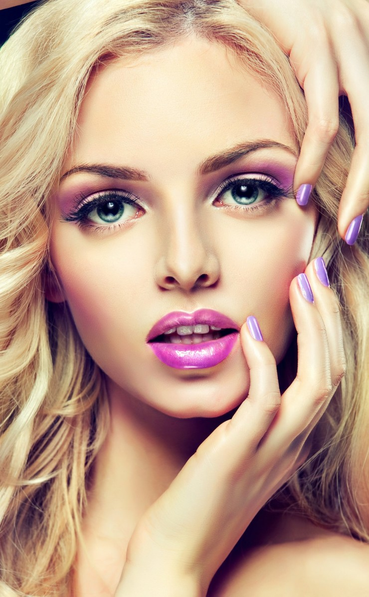 Beautiful Blonde Girl With Lilac Makeup Wallpaper for Apple iPhone 4 / 4s