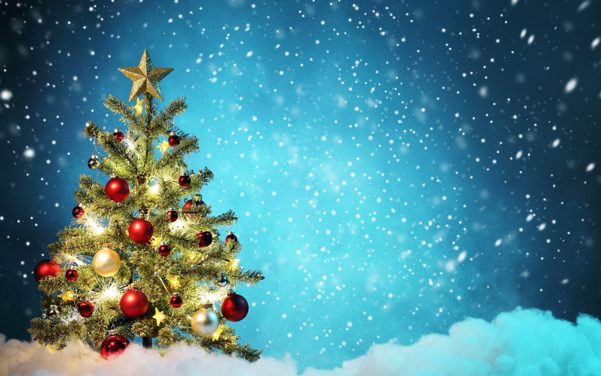 Beautiful Christmas Tree Wallpaper for Desktop 2560x1600