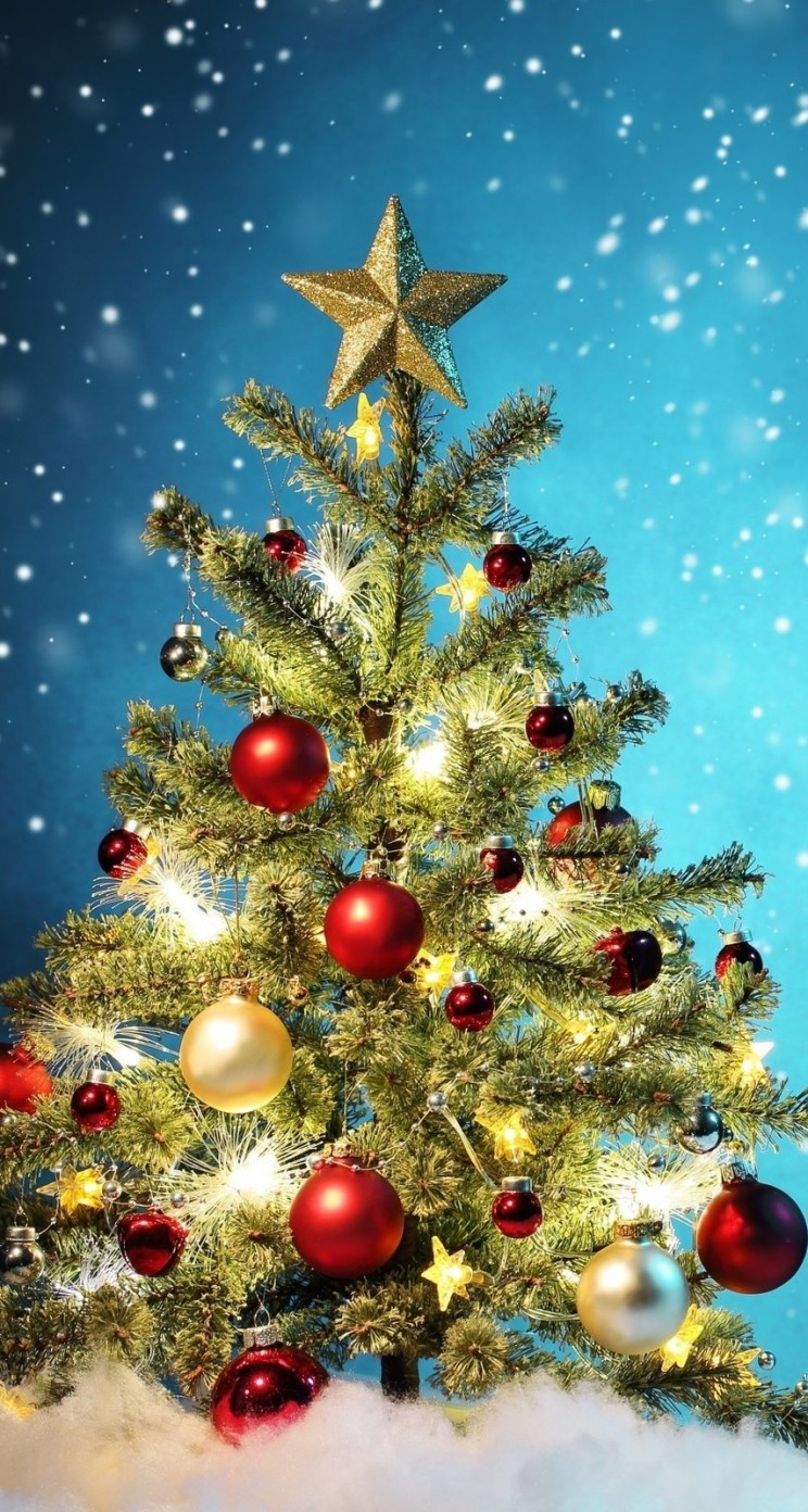 Beautiful Christmas Tree Wallpaper for Apple iPhone 5 / 5s
