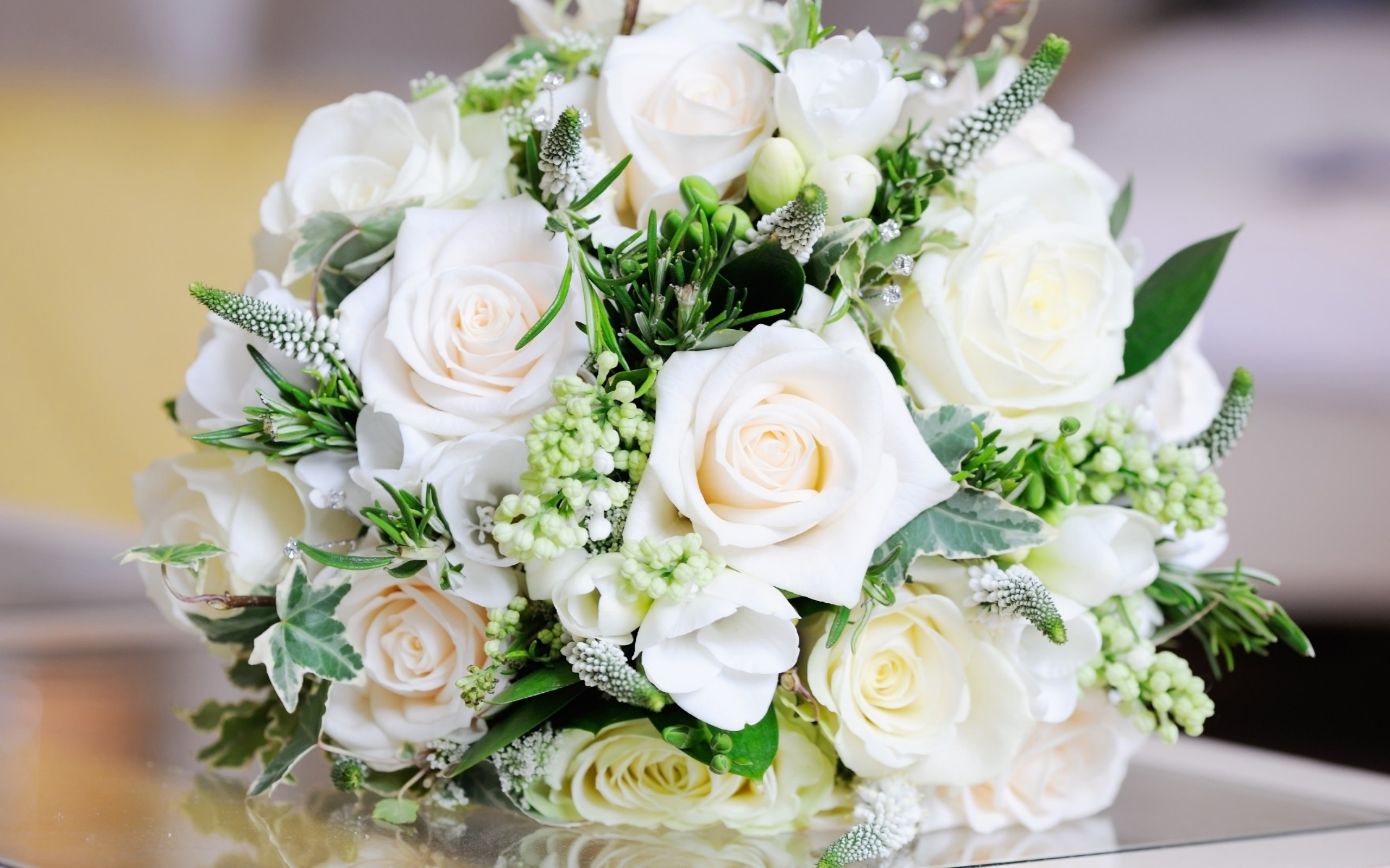 Beautiful White Roses Bouquet Wallpaper for Desktop 2560x1600