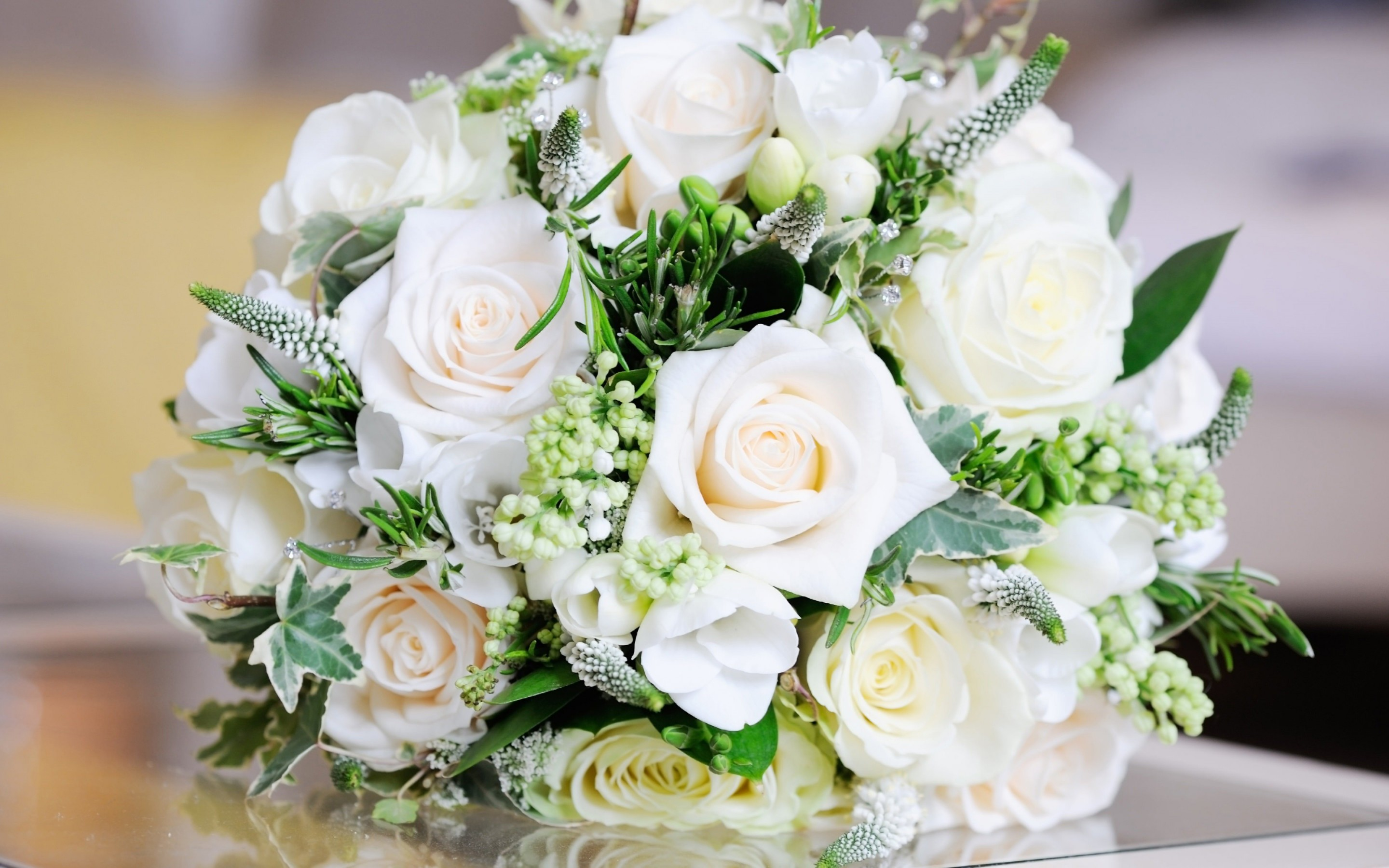 Beautiful White Roses Bouquet Wallpaper for Desktop 2880x1800
