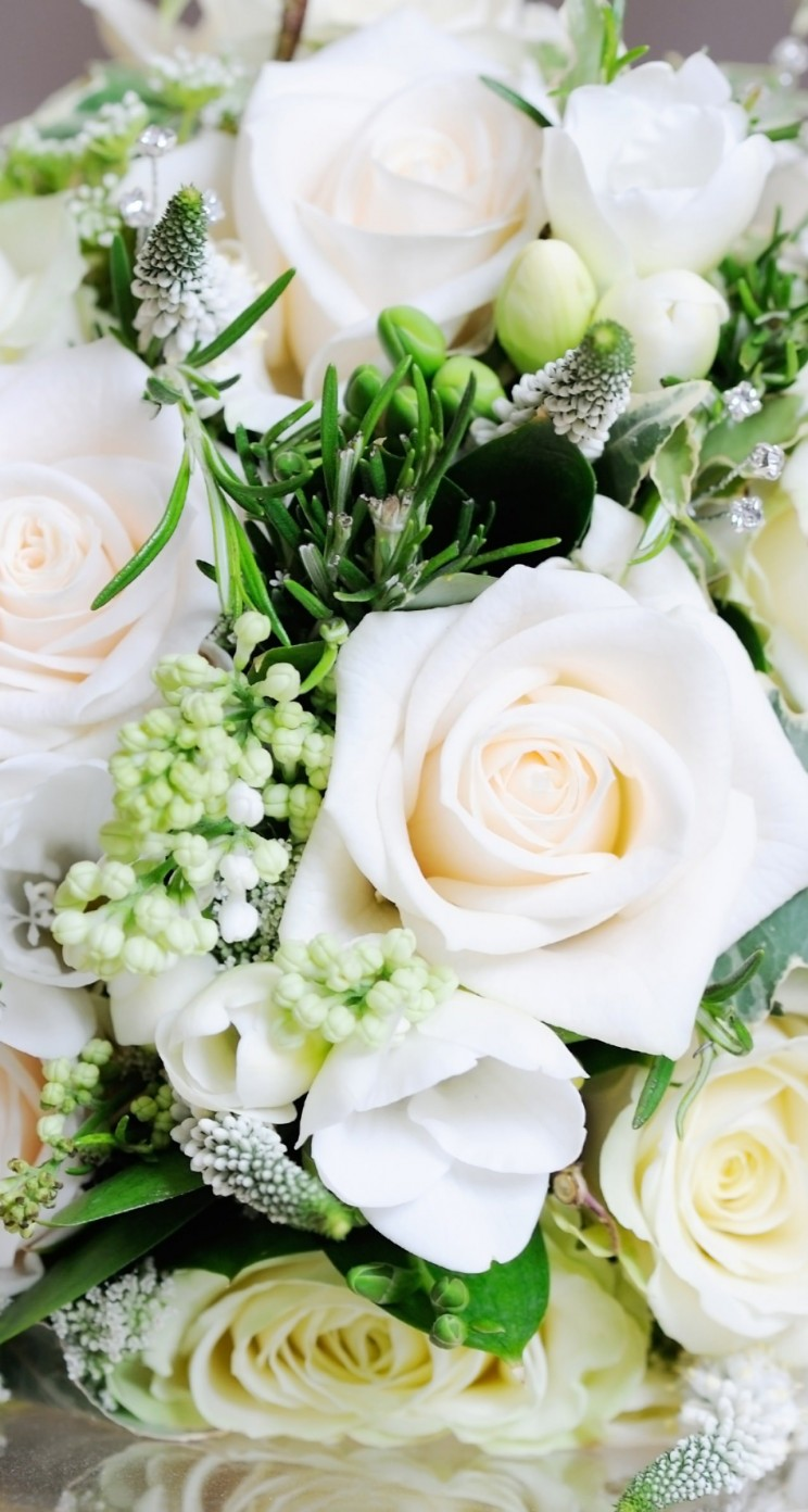 Beautiful White Roses Bouquet Wallpaper for Apple iPhone 5 / 5s