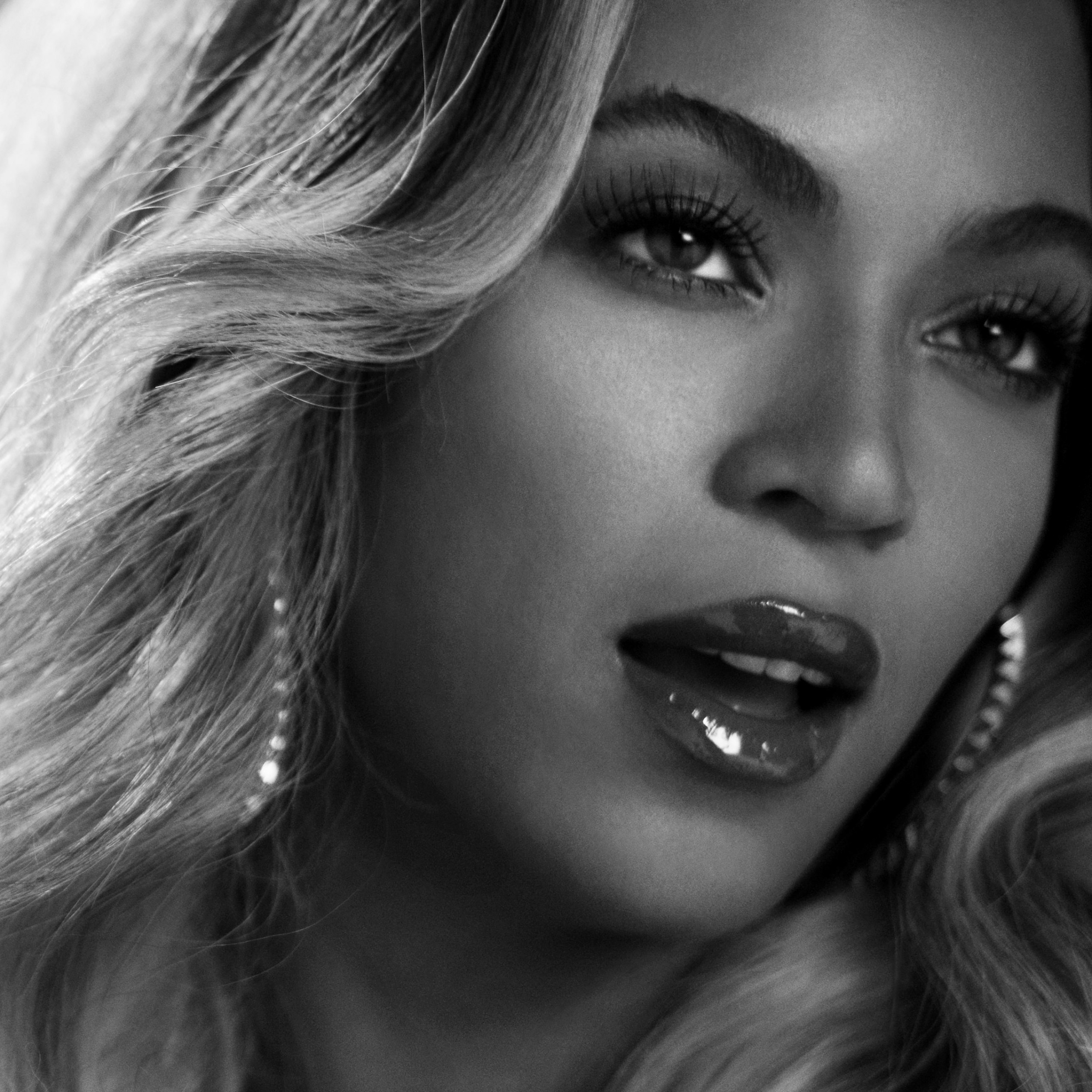 Beyonce in Black & White Wallpaper for Apple iPad 3