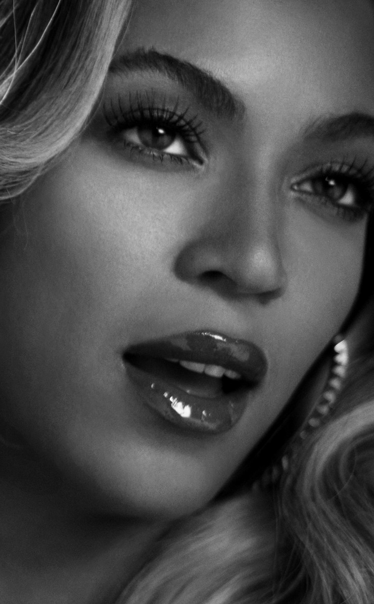Beyonce in Black & White Wallpaper for Apple iPhone 4 / 4s