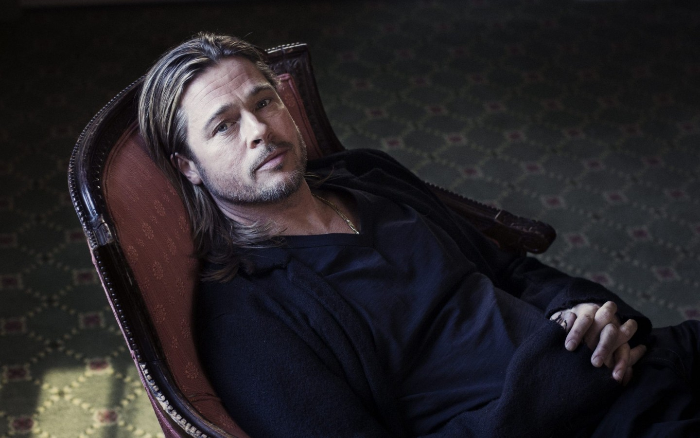 Brad Pitt Sitting On Chair Wallpaper for Desktop 1440x900