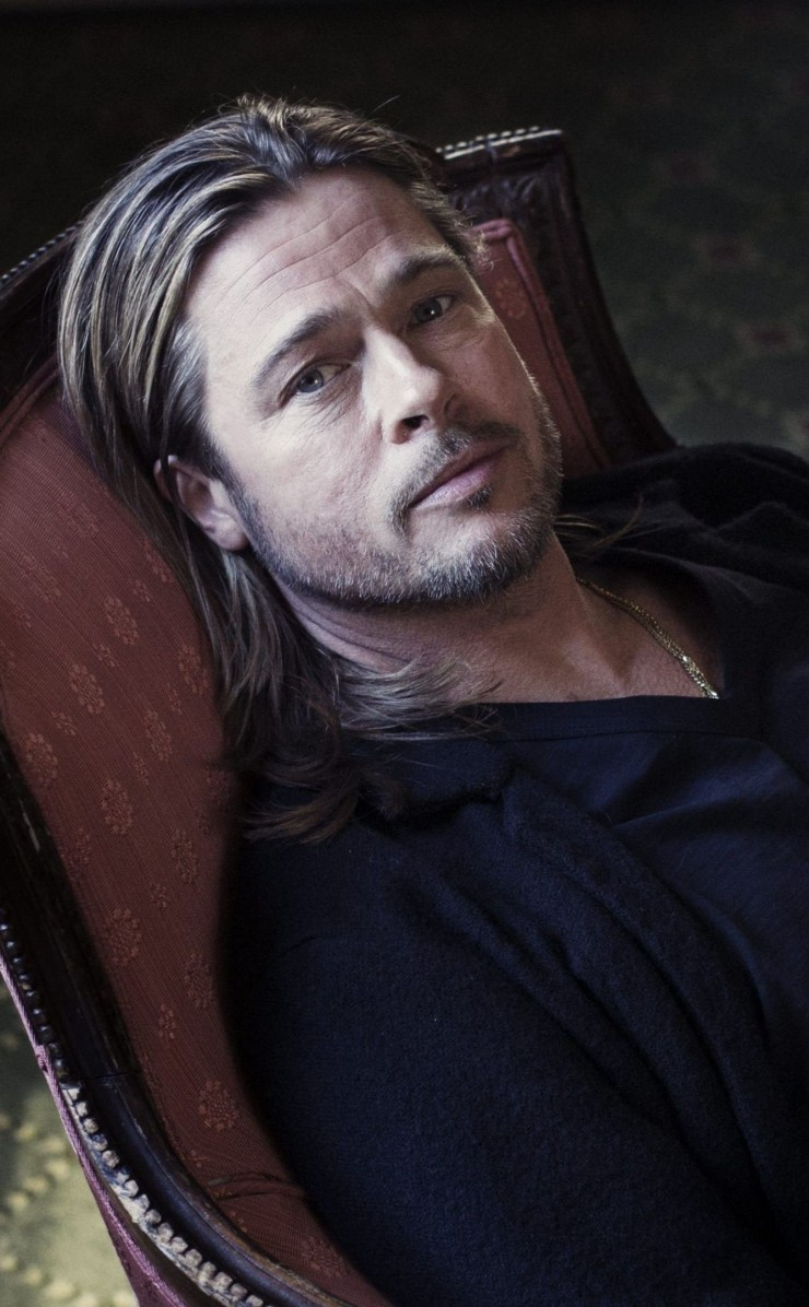 Brad Pitt Sitting On Chair Wallpaper for Apple iPhone 4 / 4s