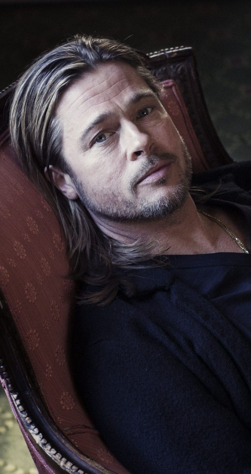 Brad Pitt Sitting On Chair Wallpaper for Apple iPhone 6 / 6s