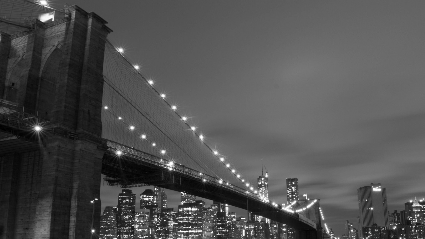 Brooklyn Bridge, New York City in Black & White Wallpaper for Desktop 1366x768