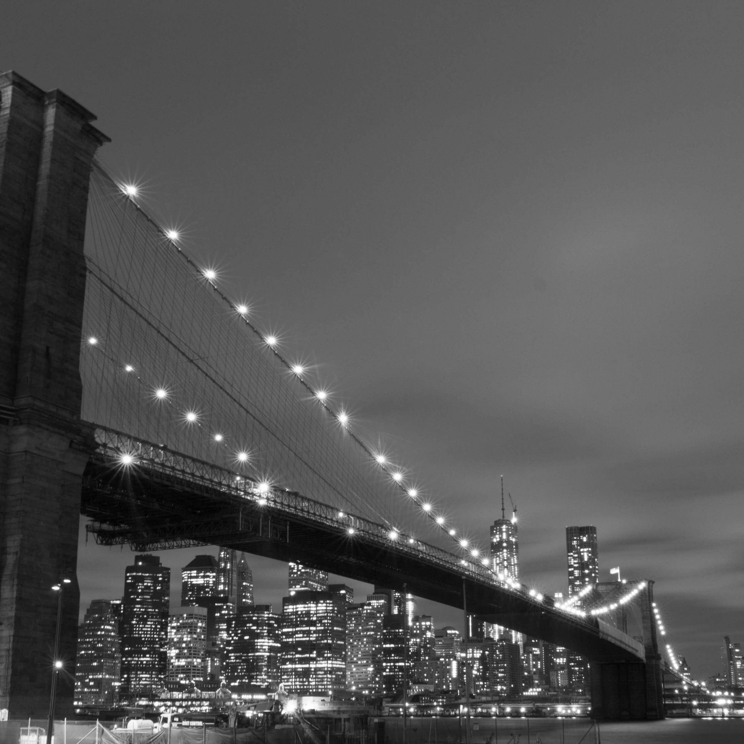 Brooklyn Bridge, New York City in Black & White Wallpaper for Apple iPad mini 2