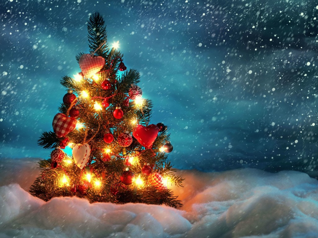 Christmas Tree Wallpaper for Desktop 1024x768