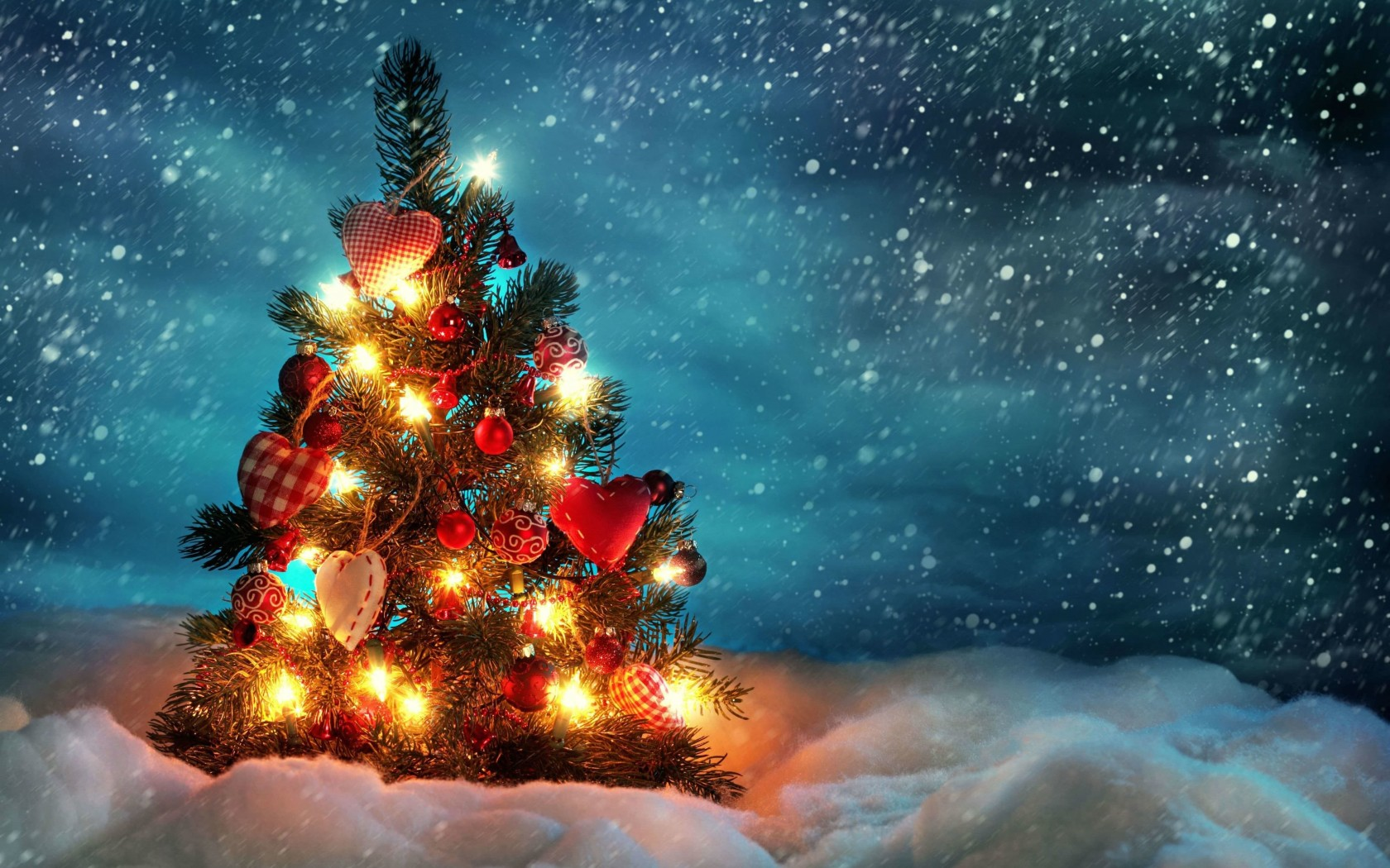 Christmas Tree Wallpaper for Desktop 1680x1050