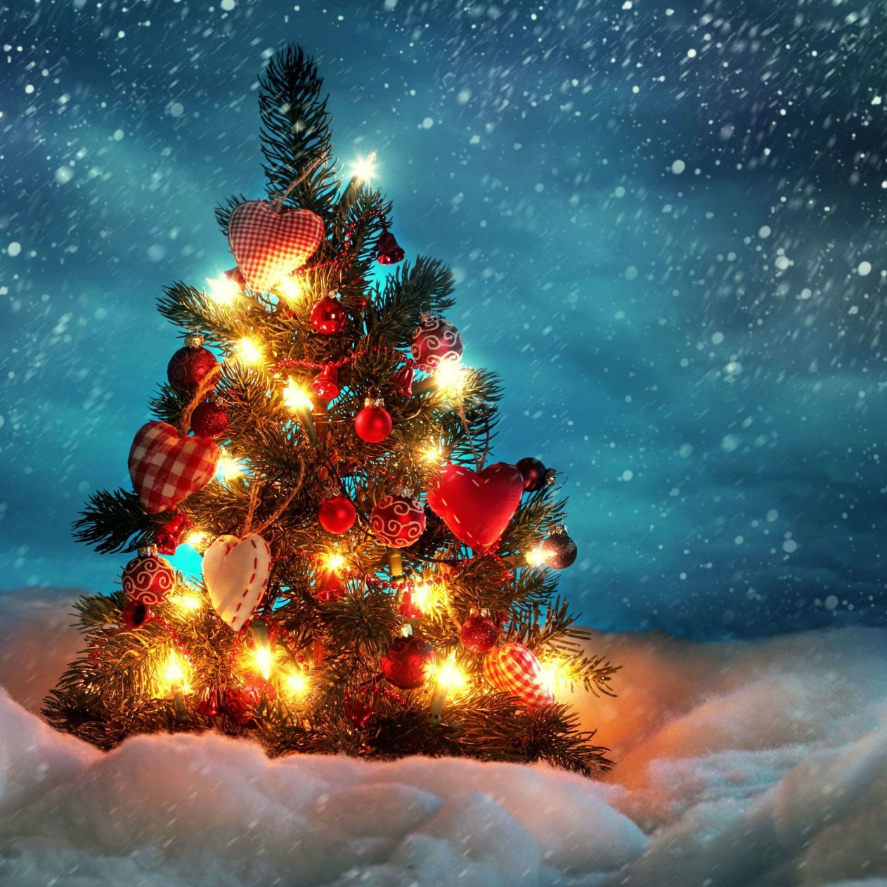 Christmas Tree Wallpaper for Apple iPad mini