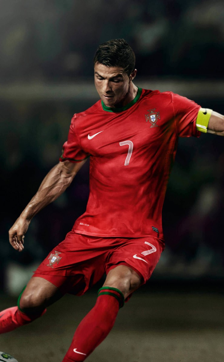 Cristiano Ronaldo In Portugal Jersey Wallpaper for Apple iPhone 4 / 4s