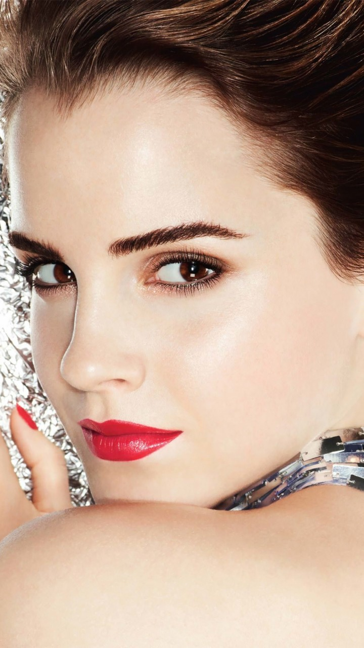 Emma Watson Posing Wallpaper for SAMSUNG Galaxy S3