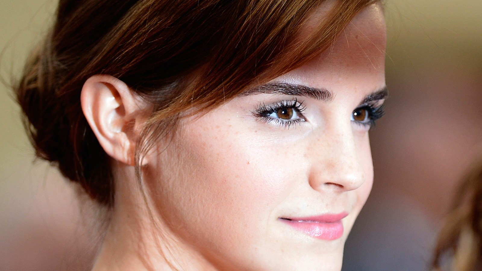 Emma Watson Wallpaper for Desktop 1600x900