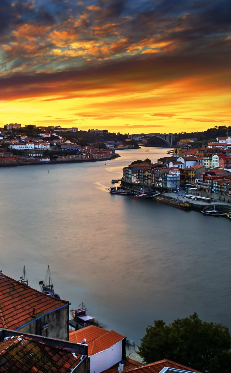 Enchanting Porto Wallpaper for Apple iPhone 4 / 4s