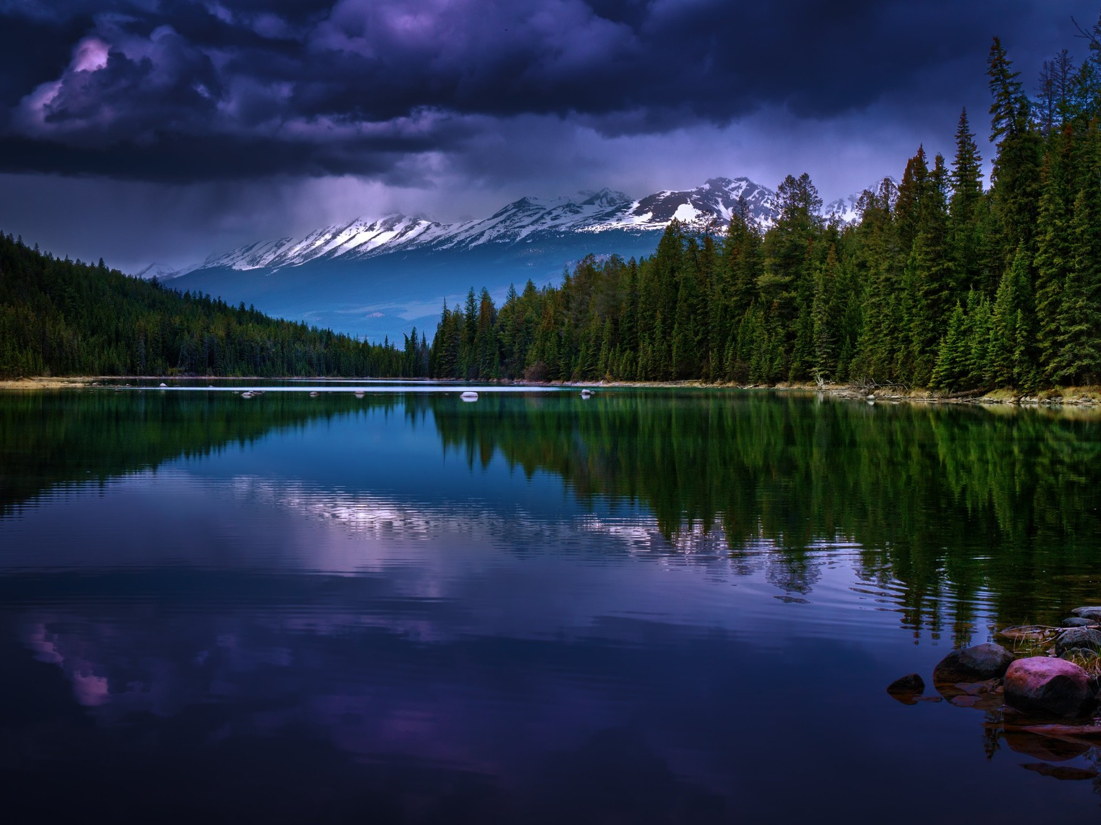 First Lake, Alberta, Canada Wallpaper for Desktop 1600x1200