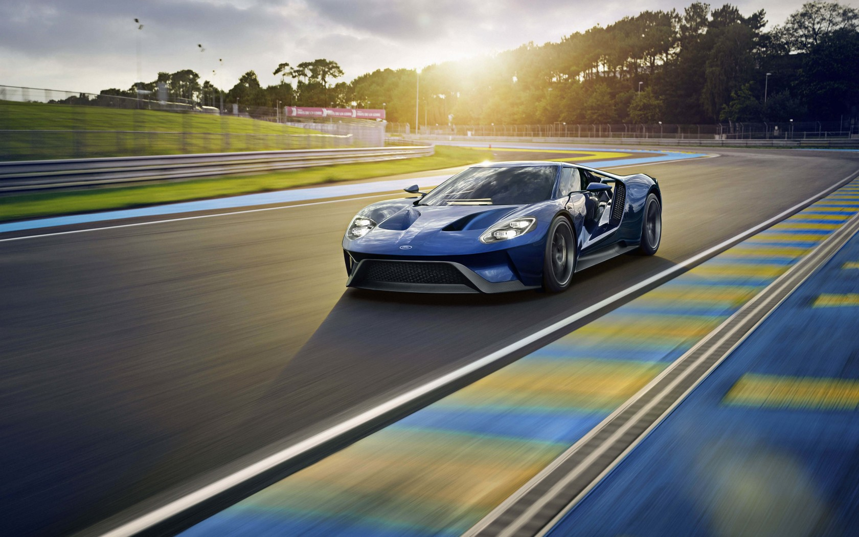 Ford GT Supercar Wallpaper for Desktop 1680x1050