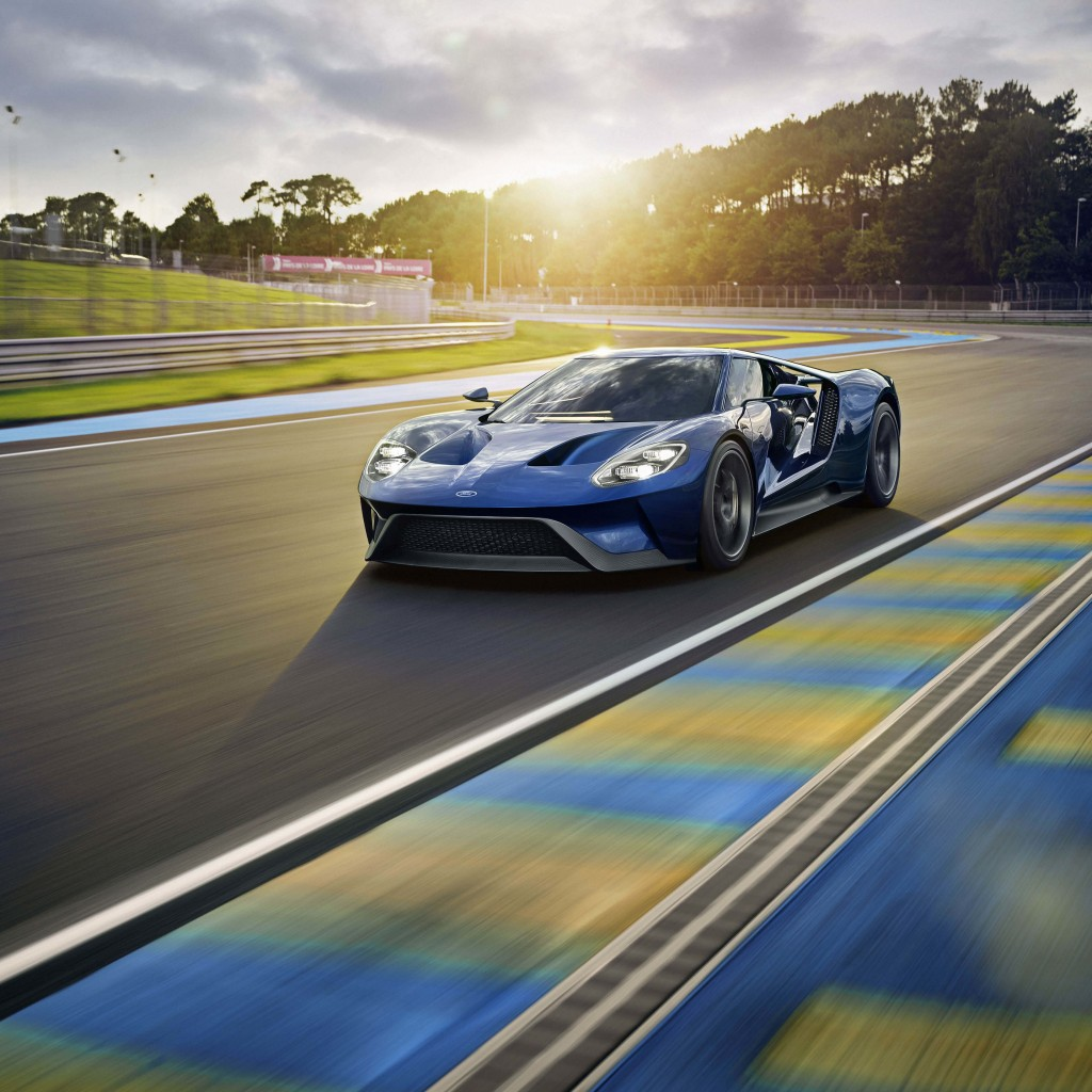 Ford GT Supercar Wallpaper for Apple iPad 2