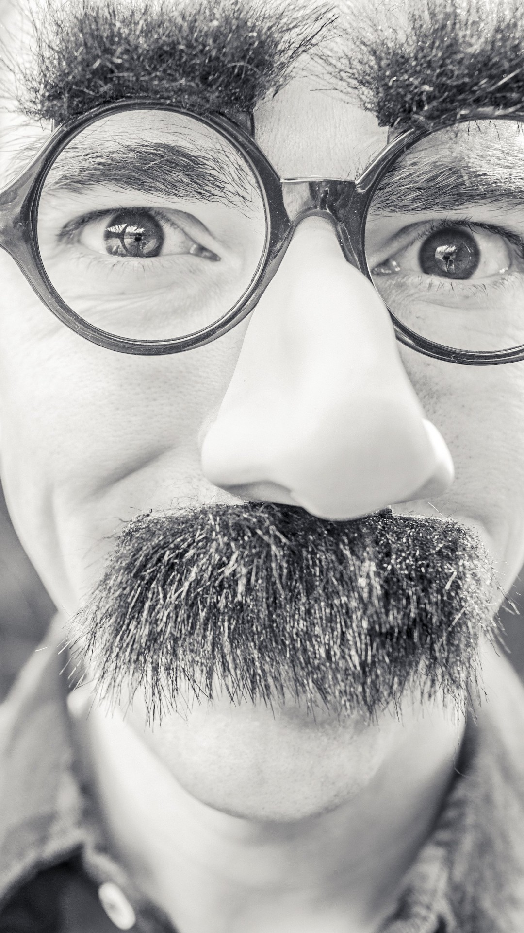 Groucho Glasses Man Wallpaper for Google Nexus 5X