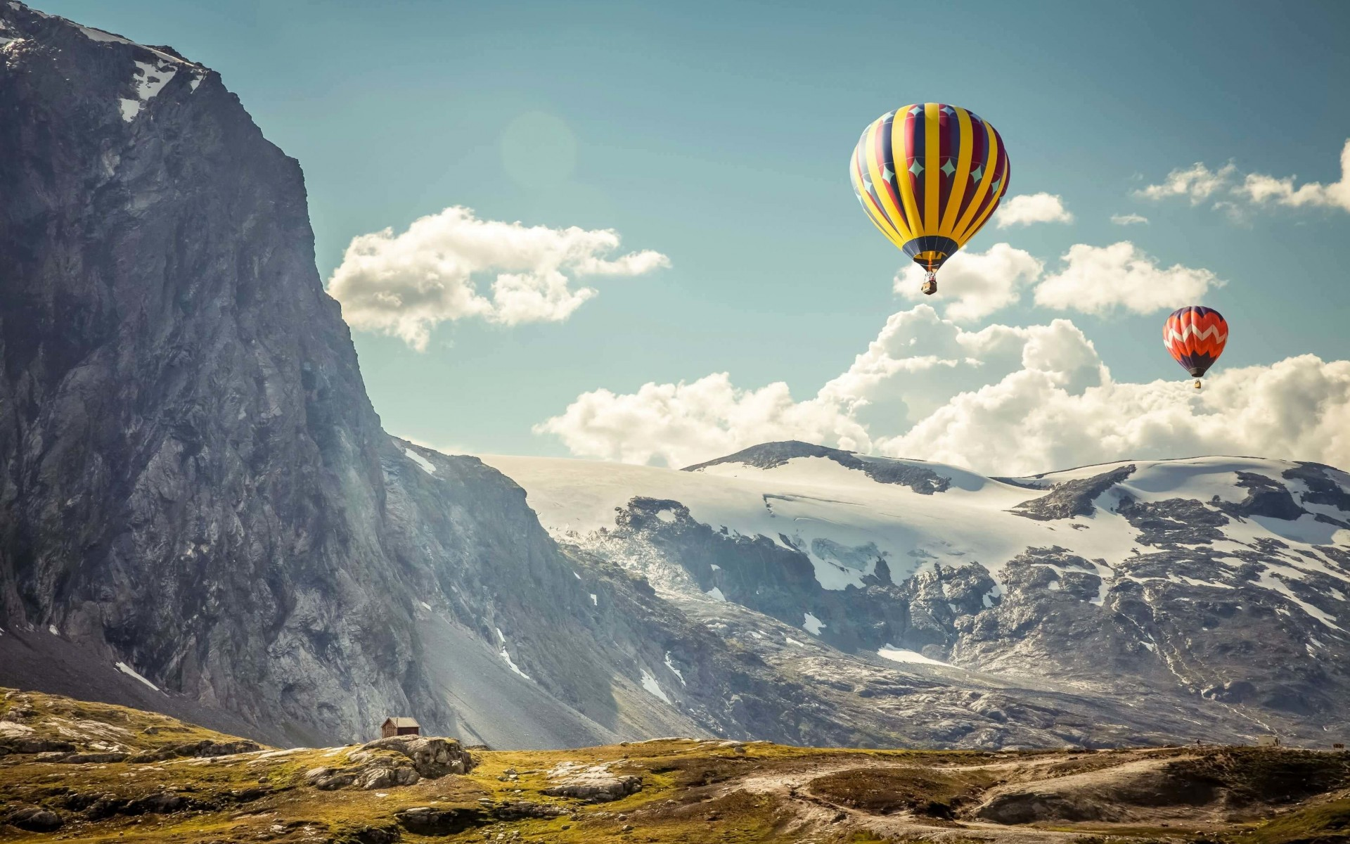 Hot Air Balloon Over the Mountain Wallpaper for Desktop 1920x1200