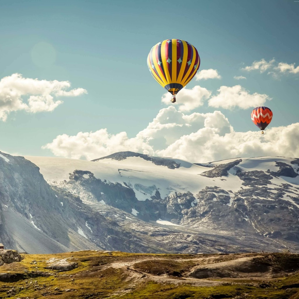 Hot Air Balloon Over the Mountain Wallpaper for Apple iPad 2