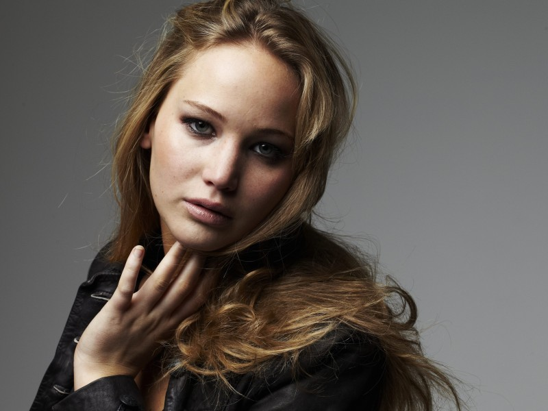 Jennifer Lawrence Portrait Wallpaper for Desktop 800x600