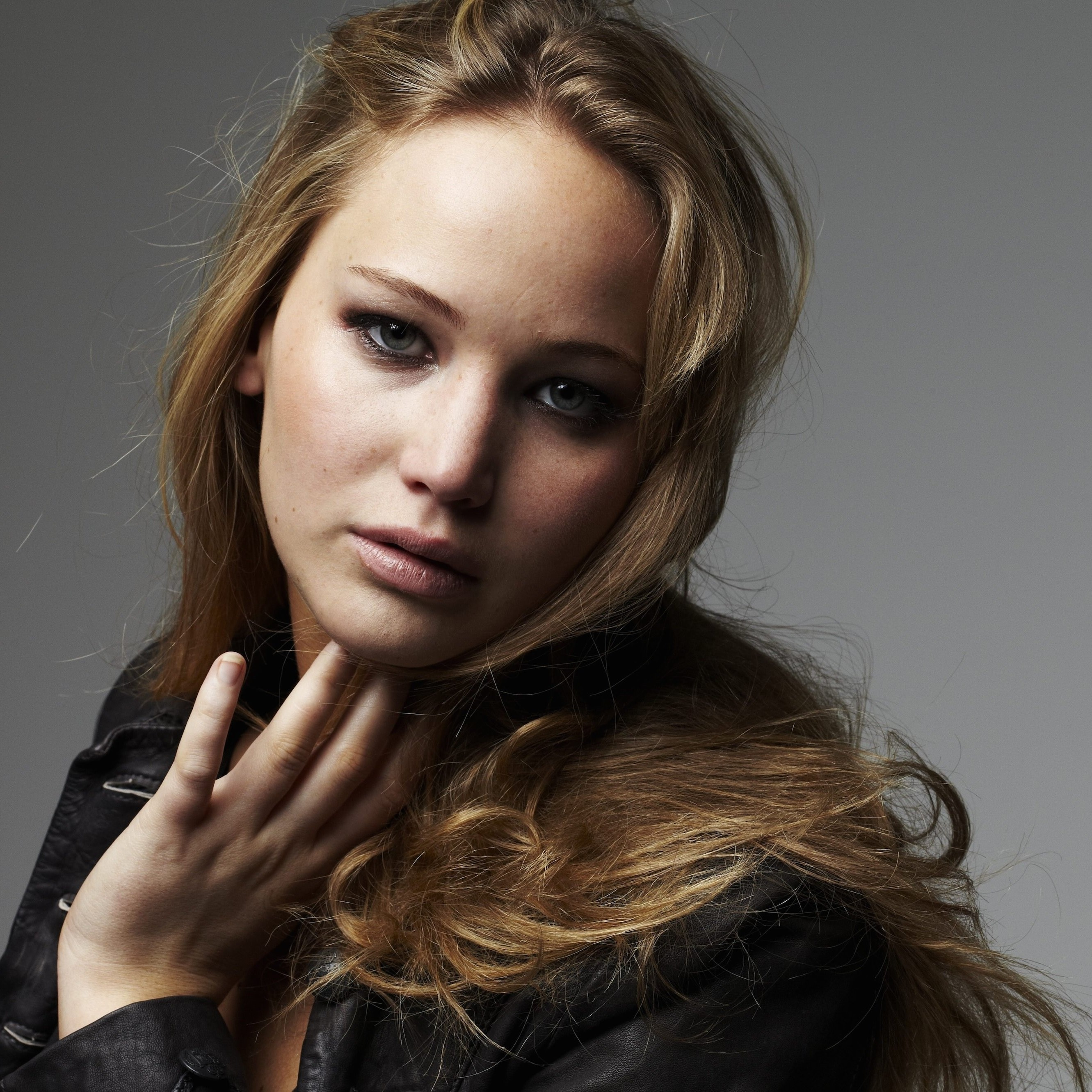 Jennifer Lawrence Portrait Wallpaper for Apple iPhone 6 Plus