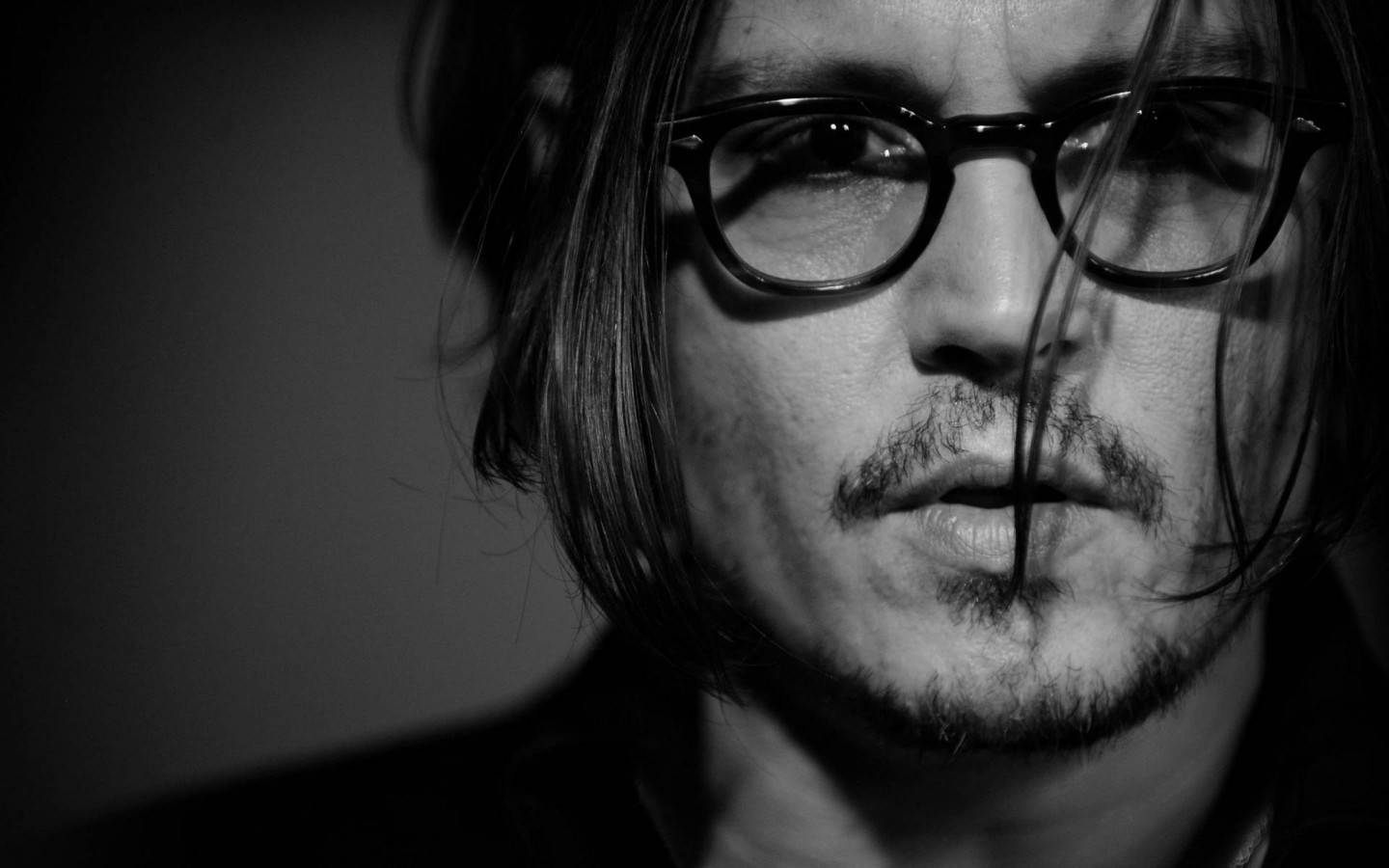 Johnny Depp Black & White Portrait Wallpaper for Desktop 1440x900