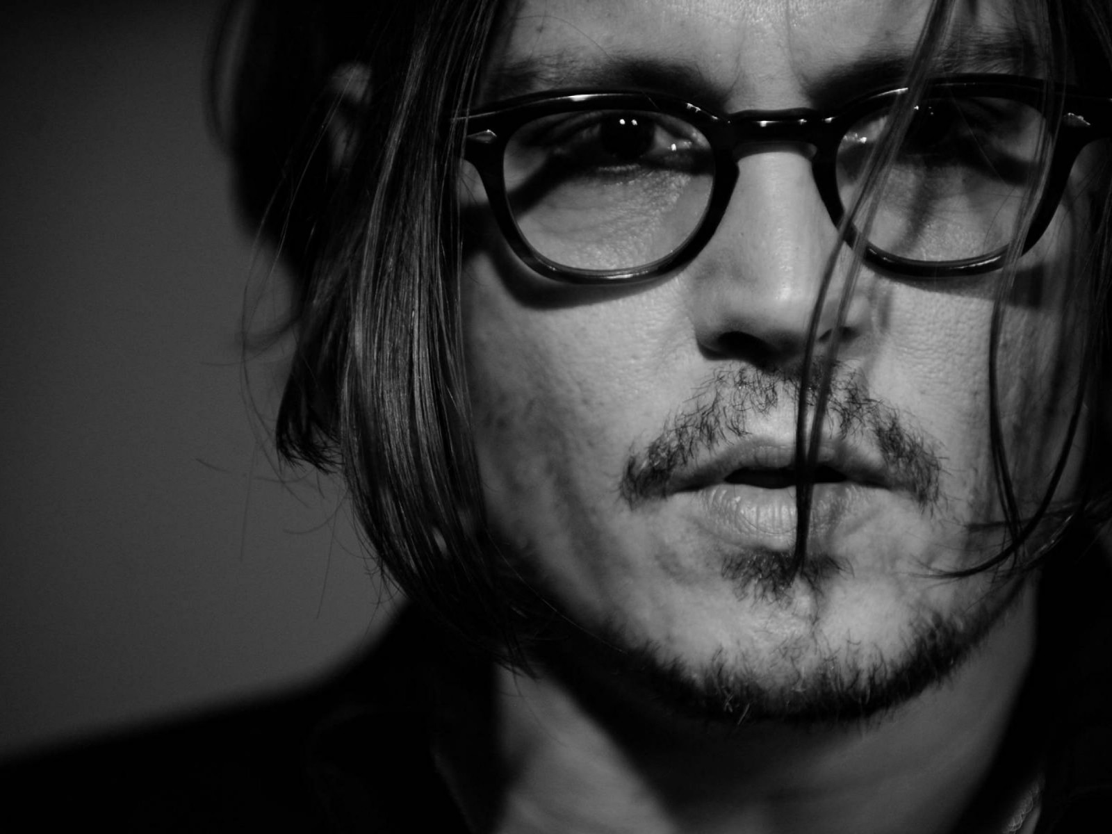 Johnny Depp Black & White Portrait Wallpaper for Desktop 1600x1200