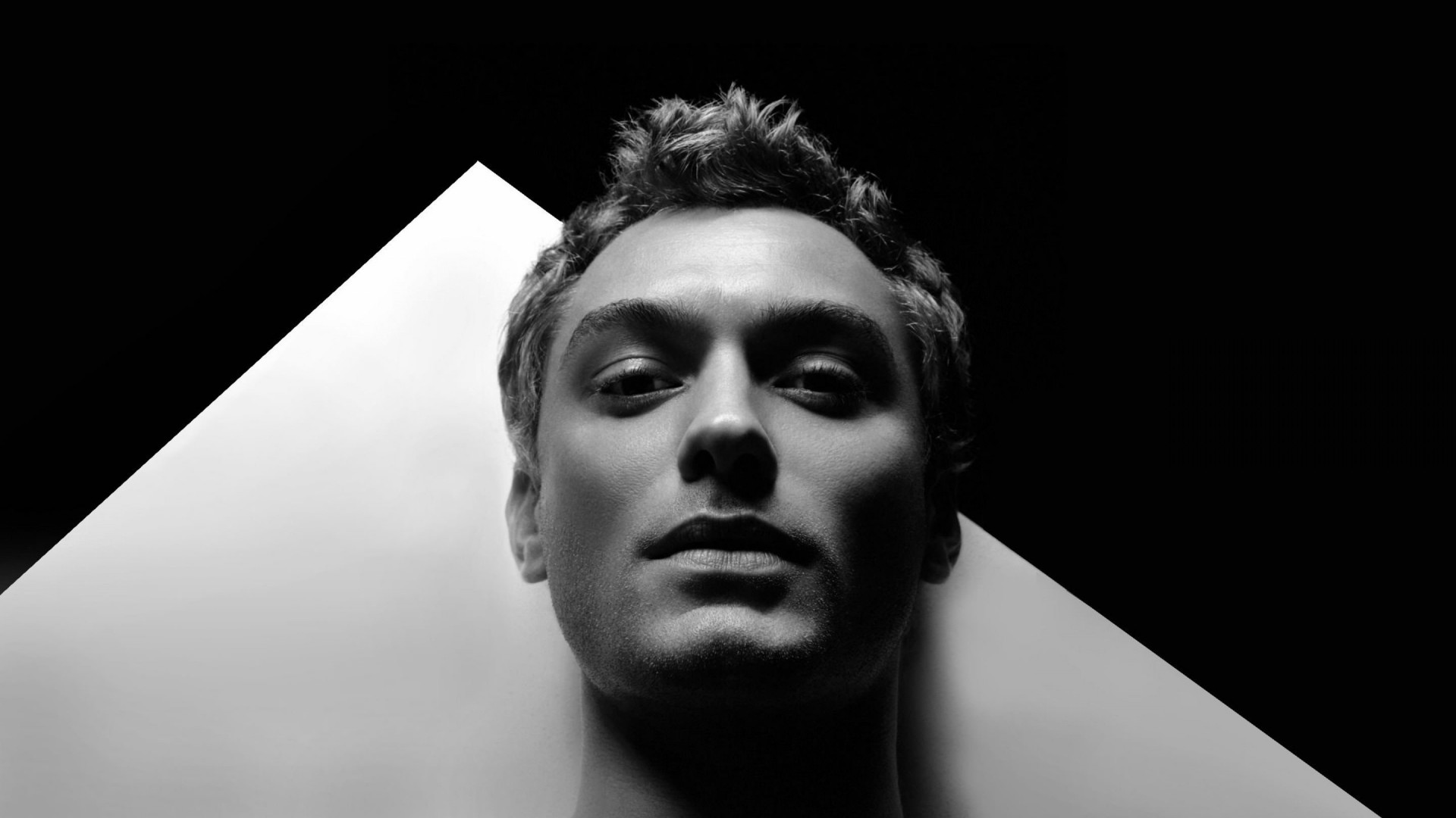Jude Law Black & White Portrait Wallpaper for Desktop 1920x1080