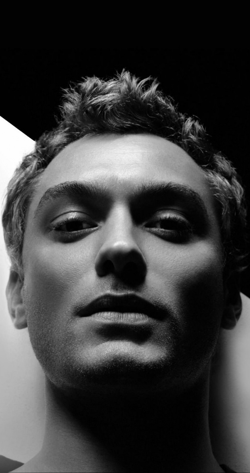 Jude Law Black & White Portrait Wallpaper for Apple iPhone 6 / 6s