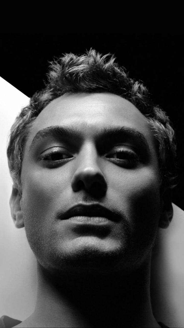Jude Law Black & White Portrait Wallpaper for Xiaomi Redmi 2