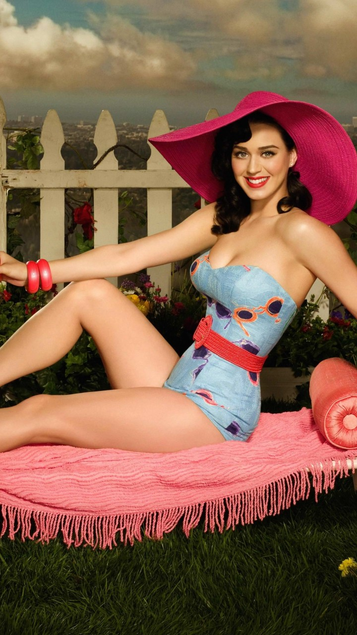Katy Perry Lying On Chair Body Figure Wallpaper for HTC One mini