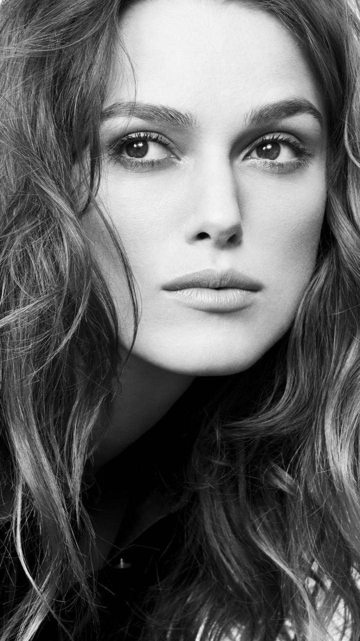 Keira Knightley in Black & White Wallpaper for SAMSUNG Galaxy Note 2