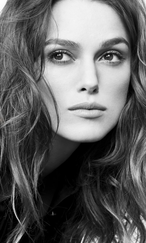 Keira Knightley in Black & White Wallpaper for SAMSUNG Galaxy S3 Mini