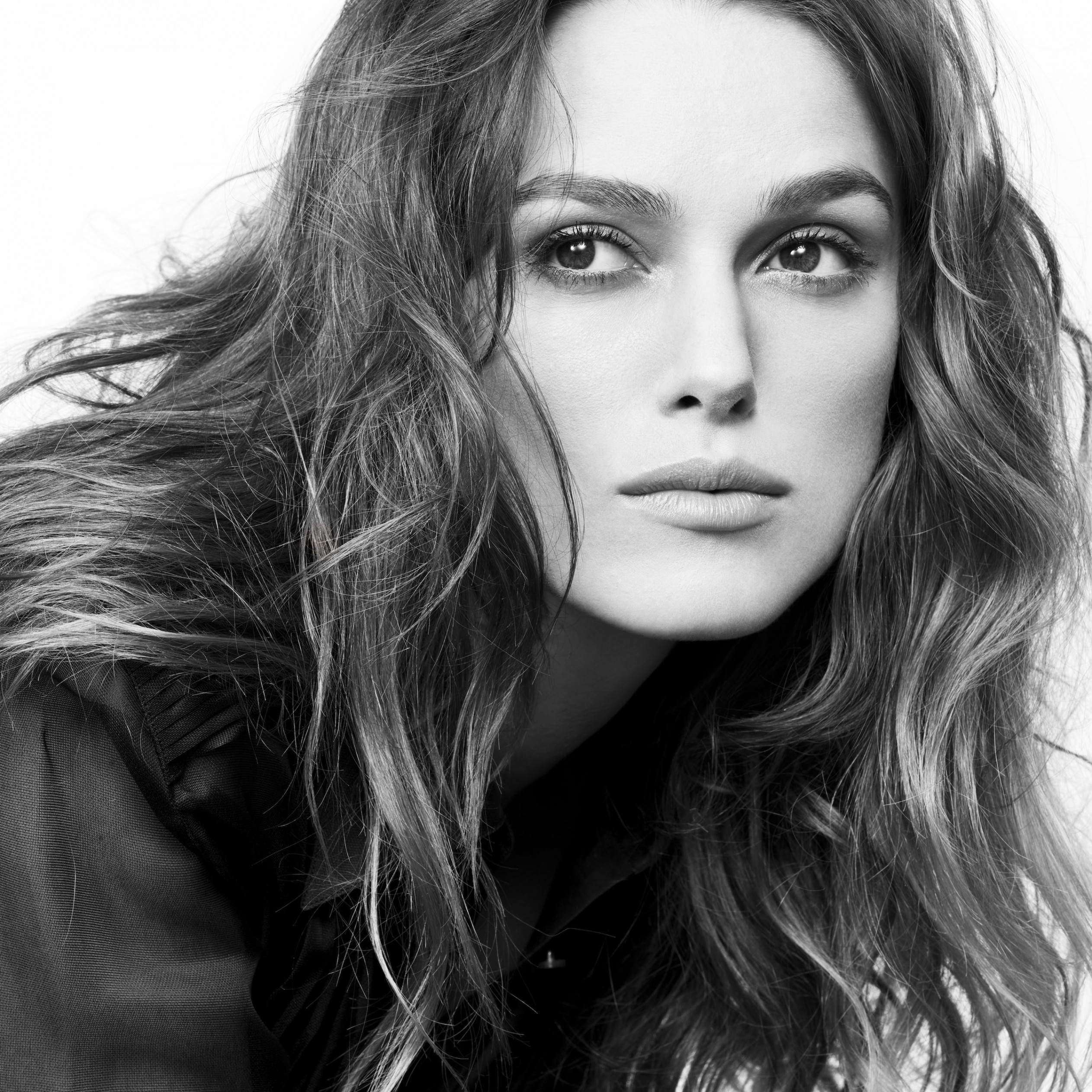Keira Knightley in Black & White Wallpaper for Apple iPad 4
